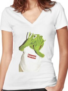 Kermit Photobomb Women's Fitted V-Neck T-Shirt