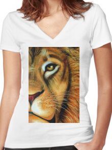 The Lion is watching you Women's Fitted V-Neck T-Shirt