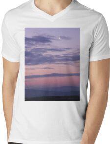 Quarter Moon Over Derry -Ireland Mens V-Neck T-Shirt