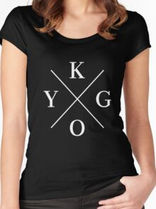 KYGO Women's Fitted Scoop T-Shirt