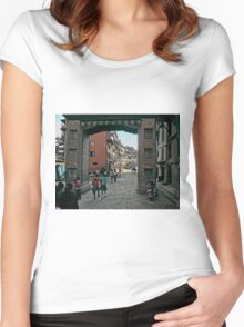 Thamel Gateway Arch Women's Fitted Scoop T-Shirt