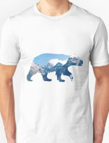 bear in the mountains  T-Shirt