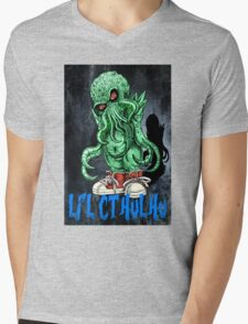 HP LOVECRAFT LIL CTHULHU (BACK GROUND) Mens V-Neck T-Shirt