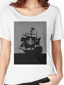 ship in the ocean Women's Relaxed Fit T-Shirt