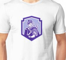 Scotsman Bagpiper Play Bagpipes Retro Shield Unisex T-Shirt