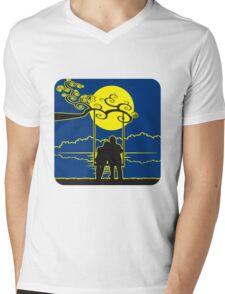 full moon liebespaar rocking Mens V-Neck T-Shirt