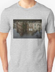 Raindrops, Ripples and Fabulous Reflections of Amsterdam Canal Houses Unisex T-Shirt