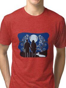 full moon liebespaar river Tri-blend T-Shirt