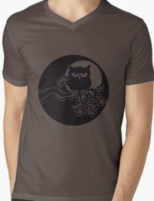 full moon owl ast Mens V-Neck T-Shirt