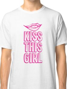 Kiss this girl with cute vintage lips Classic T-Shirt