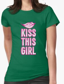 Kiss this girl with cute vintage lips T-Shirt