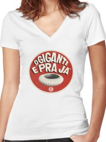 O GIGANTE VOLTOU Women's Fitted V-Neck T-Shirt