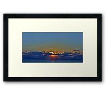 Más allá de las nubes...... Framed Print