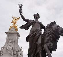 Victoria Monument by Christopher Cullen