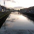 Dusk on the River Liffey by nealbarnett
