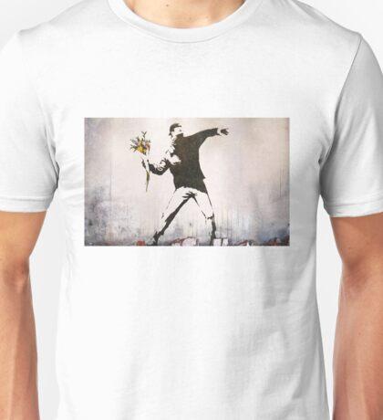 Banksy 'flower thrower' graffiti art. Unisex T-Shirt