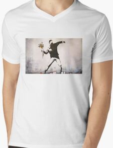 Banksy 'flower thrower' graffiti art. Mens V-Neck T-Shirt