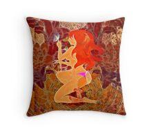 Frau mit roten Haaren Throw Pillow