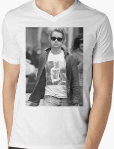 Ryan Gosling Wearing Macaulay Culkin Wearing Ryan Gosling Wearing Macaulay Culkin... Mens V-Neck T-Shirt