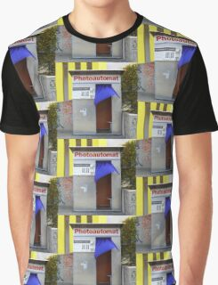 Old photo booth in Berlin, Germany (Fotoautomat) Graphic T-Shirt