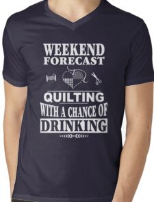 Weekend Forecast: Quilting With A Chance Of Drinking Mens V-Neck T-Shirt