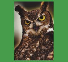 Great Horned Owl with yellow eyes Kids Clothes