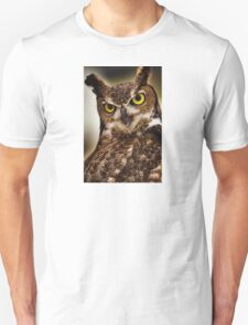 Great Horned Owl with yellow eyes Unisex T-Shirt
