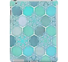Frozen Mint Honeycomb - Doodle Hexagon Pattern iPad Case/Skin