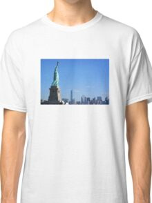 Watching over the city Classic T-Shirt