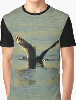 Larus Smithsonianus - America Herring Gull By Shallow Plunge-Diving | Noyack, New York Graphic T-Shirt
