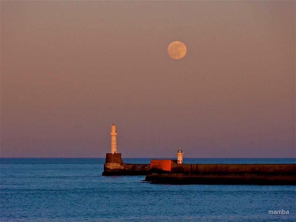 Full moon over Aberdeen pier by mamba