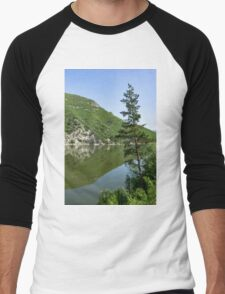 Lean In - a Lone Pine on the Lake Shore Men's Baseball ¾ T-Shirt
