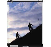 Mountain bikers on skyline iPad Case/Skin