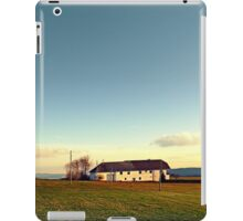 The serenity of countryside life | landscape photography iPad Case/Skin