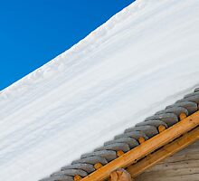 Roof with snow by Mats Silvan