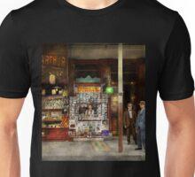 Newsstand - Standing room only 1908 Unisex T-Shirt