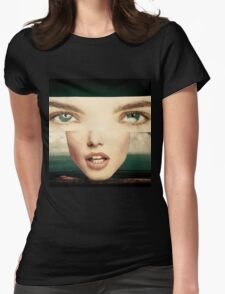 She's A Looker Womens Fitted T-Shirt