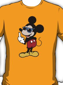 Mickey mouse giving the finger T-Shirt