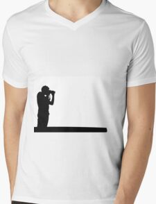 The photographer Mens V-Neck T-Shirt