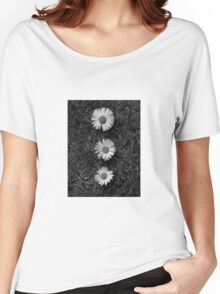 Black and white Dasies  Women's Relaxed Fit T-Shirt