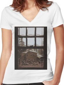 9:04, Waking up to snow Women's Fitted V-Neck T-Shirt