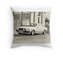 'The Sweeney' Mk.2 Ford Granada 2.8iS Throw Pillow