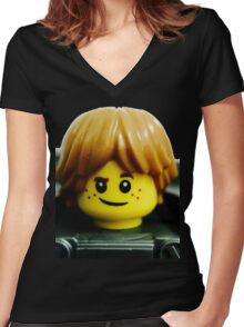Robin loves machines and gadgets Women's Fitted V-Neck T-Shirt