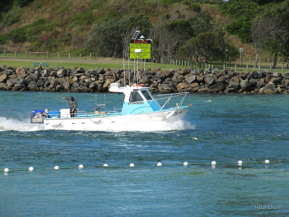 Bringing in the Catch, Forster/Tuncurry North New South Wales Coast. by Rita Blom