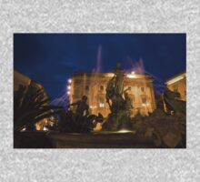 Syracuse, Sicily Blue Hour - Fountain of Diana on Piazza Archimede Kids Tee