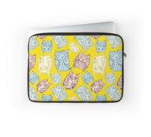 Contour funny owls seamless pattern. Ink splashes owl. Cute animal. Laptop Sleeve