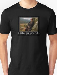I like my scotch on the rocks - Outlander Unisex T-Shirt