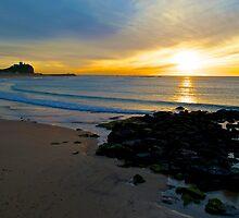 Sunrise at Nobbys Beach by blakemink