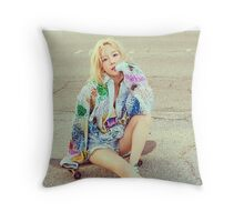 kim taeyeon why 3 Throw Pillow