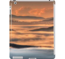 Misty Sunrise, Kissing Point Lookout, Hill End  iPad Case/Skin